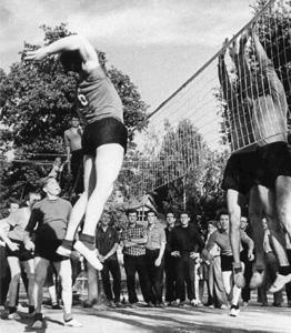 1957 г. - Борис Габрианович в нападении