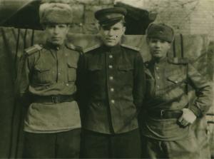 С. Волков в центре